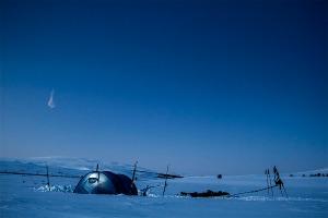 Blå morgontimma i tältet Foto:David Erixon